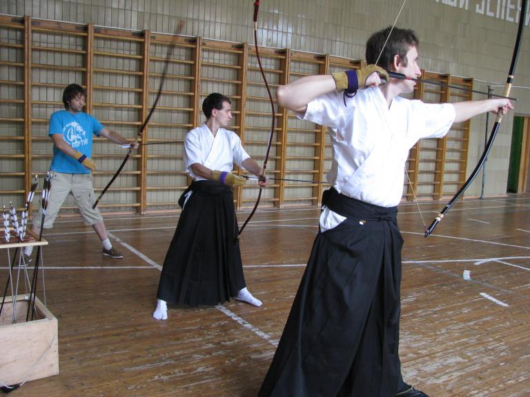 http://kyudo.org.ua/img/gallerys/trainingday/51mwebd88ab52e-2df8-47f6-b4b0-bb5df2d812e2.jpg